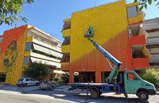 Τοιχογραφία σε επιφάνεια πολυκατοικίας επί της οδού Κολοκοτρώνη