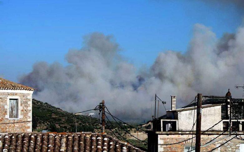 Φωτιά κοντά σε κατοικημένη περιοχή στη Χαλκίδα – Πύρινα μέτωπα σε Σαλαμίνα και Ζάκυνθο