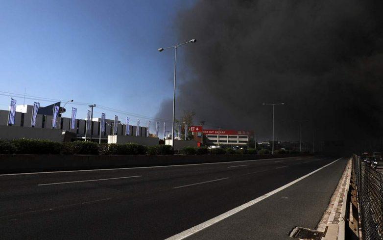 Μαίνεται η πυρκαγιά στη Μεταμόρφωση