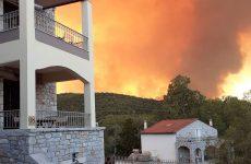 Δύο τα ενεργά μέτωπα της πυρκαγιάς στη Μάνη