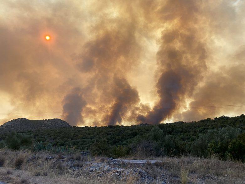 Φωτιά πριν το Πηγάδι Πτελεού κινητοποίησε την Πυροσβεστική