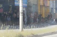 Επεισόδια οπαδών της ΑΕΚ έξω από το ξενοδοχείο που είναι ο Ολυμπιακός