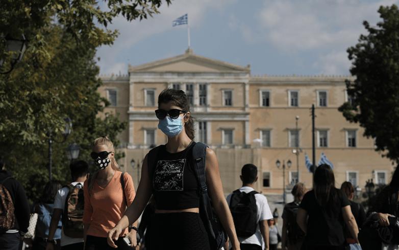 Προς κατάργηση η χρήση μάσκας στους εξωτερικούς χώρους