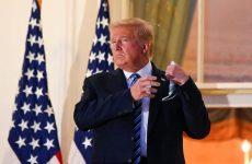 Εξιτήριο για τον Τραμπ – Έβγαλε τη μάσκα στον Λευκό Οίκο