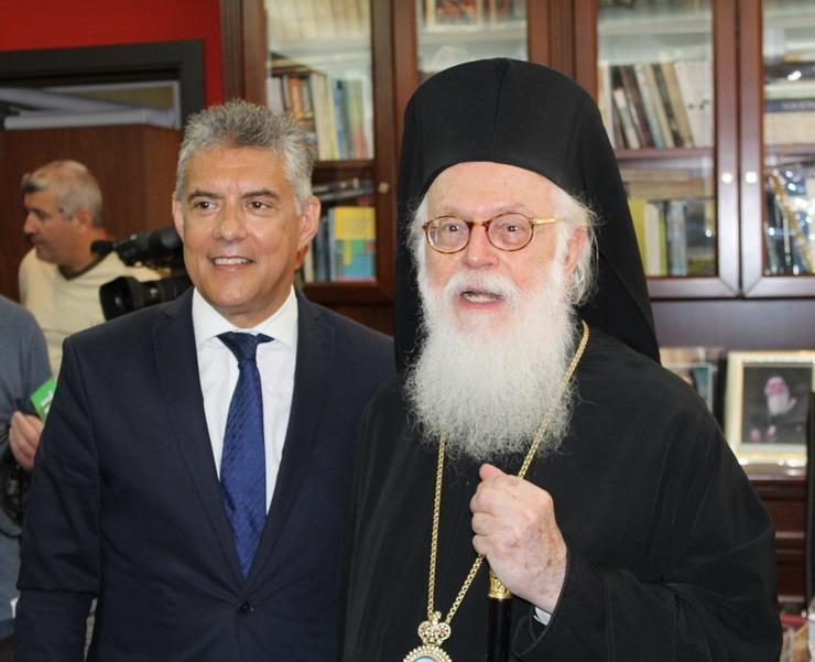 Τηλεφωνική επικοινωνία περιφερειάρχη Θεσσαλίας Κ. Αγοραστού με τον Αρχιεπίσκοπο Αλβανίας Αναστάσιο