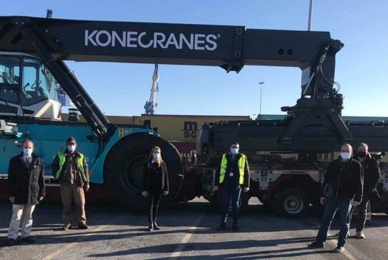 Νέο μηχάνημα διακίνησης εμπορευματοκιβωτίων παρέλαβε ο Οργανισμός Λιμένος Βόλου