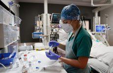 Ανθεκτικός ο ιός στα μέτρα: 866 νέα κρούσματα