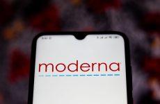 Άμεση συμφωνία με τη Moderna θέλει η Κομισιόν – Στα 25 δολάρια η τιμή της δόσης