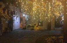 Χριστουγεννιάτικος στολισμός- φωτισμός στη Σκιάθο