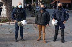 Υγειονομικό υλικό σε αστυνομικούςτης Διμοιρίας Υποστηρίξεως Μαγνησίας από τον Κων. Μαραβέγια
