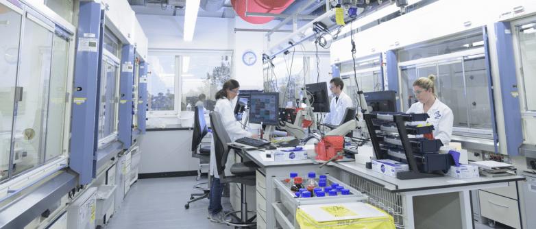 Δέσμευση AstraZeneca για άλλα 9 εκατ. εμβόλια στην ΕΕ