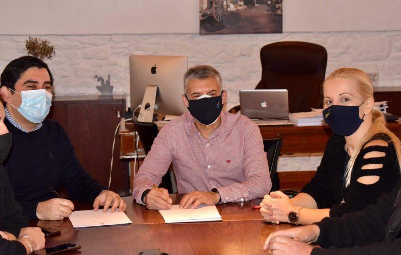 Υπογράφηκε η σύμβαση για το νέο αποχετευτικό δίκτυο σε Κουκουναριές και Τρούλο στη Σκιάθο