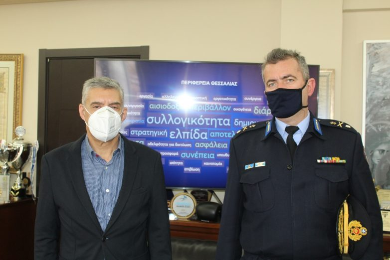 Στον περιφερειάρχη Θεσσαλίας ο νέος περιφερειακός Διοικητής Πυροσβεστικών Υπηρεσιών Θεσσαλίας