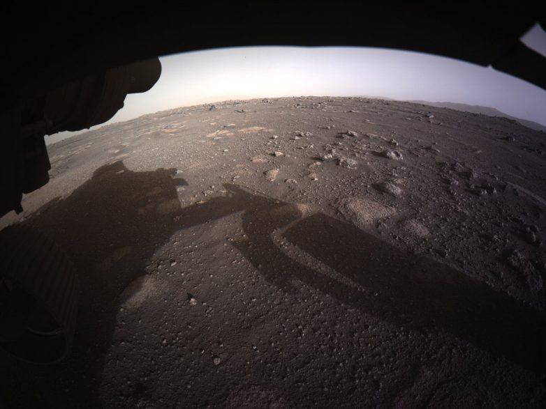 O φακός του «Perseverance» στην επιφάνεια του Άρη