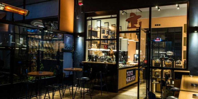 Συνωστισμός σε take away καφέ και πρόστιμο 5.000 ευρώ