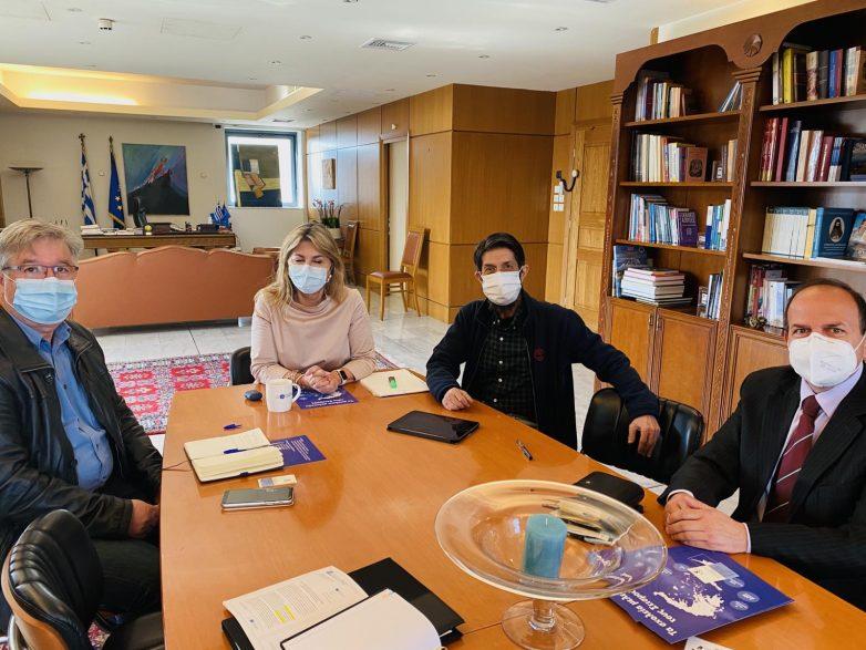 Η Ζέττα Μακρή με τον σεισμολόγο Γ. Χουλιάρα για την υιοθέτηση δράσεων στα σχολεία