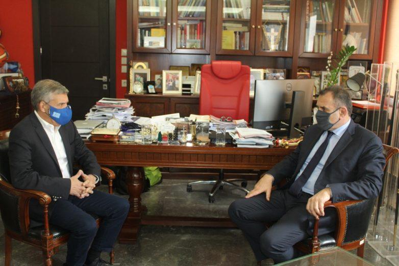 Ο υπουργός Εθνικής Άμυνας Ν. Παναγιωτόπουλος στον περιφερειάρχη Θεσσαλίας Κ. Αγοραστό