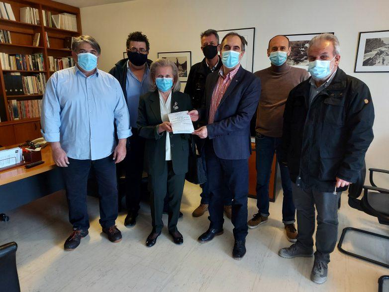 Δωρεά έργων του αποβιώσαντος δημοσιογράφου Λάζαρου Αρσενίου στα μέλη της ΕΣΗΕΘΣΤΕ-Ε