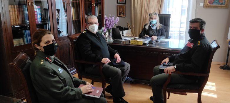 Επίσκεψη του νέου διοικητή της Σ.Μ.Υ. στη διευθύντρια Δ.Ε. Τρικάλων