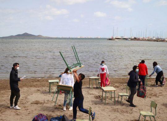 Ισπανία: Ένα σχολείο δίπλα στη θάλασσα εξαιτίας του κορωναϊού