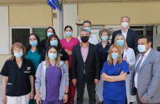 Ο περιφερειάρχης Θεσσαλίας Κώστας Αγοραστός κοντά  στους εργαζόμενους του ΓΝΛ και του Εμβολιαστικού Κέντρου