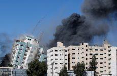 Κατέρρευσε μετά από βομβαρδισμό κτίριο στη Γάζα, όπου στεγάζονται το Associated Press και το Al Jazeera