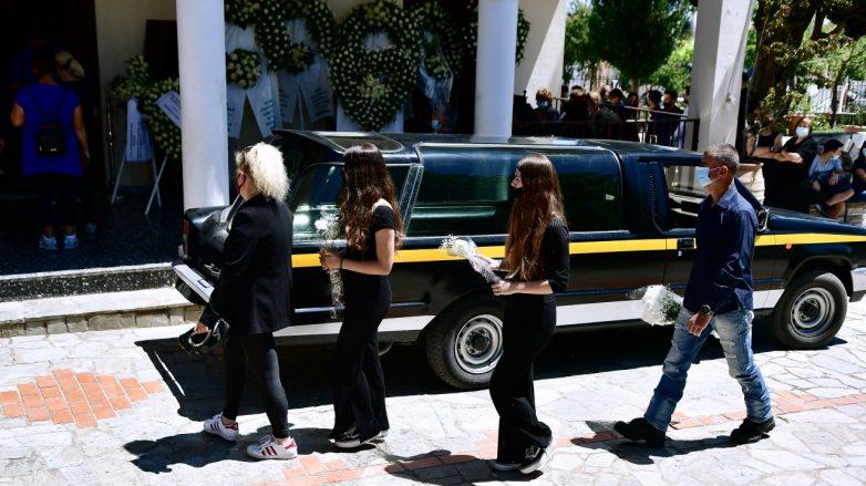 Έγκλημα στα Γλυκά Νερά: Σε κλίμα οδύνης η κηδεία της Καρολάιν
