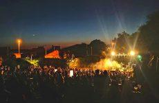 Το Lab Art yard στην αυλή του Τσαλαπάτα ξεκινάει με δυναμικό τριήμερο συναυλιών