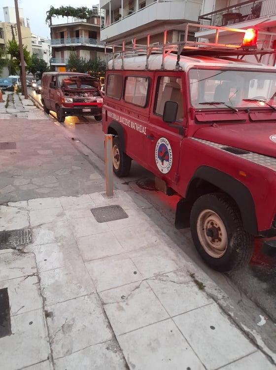 Επέμβαση εθελοντών της ΕΟΔ Μαγνησίας σε όχημα που τυλίχθηκε στις φλόγες