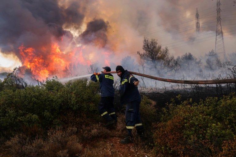 Σοβαρή αναζωπύρωση – Εντολή εκκένωσης για Βαρυμπόμπη, Θρακομακεδόνες