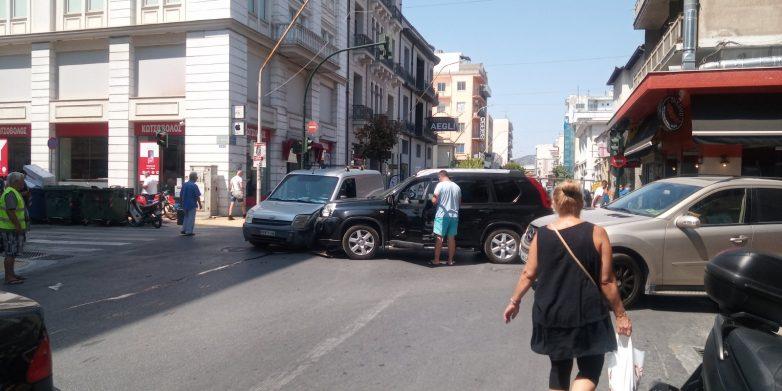 Τροχαίο υλικών ζημιών στην οδό  Ιάσονος