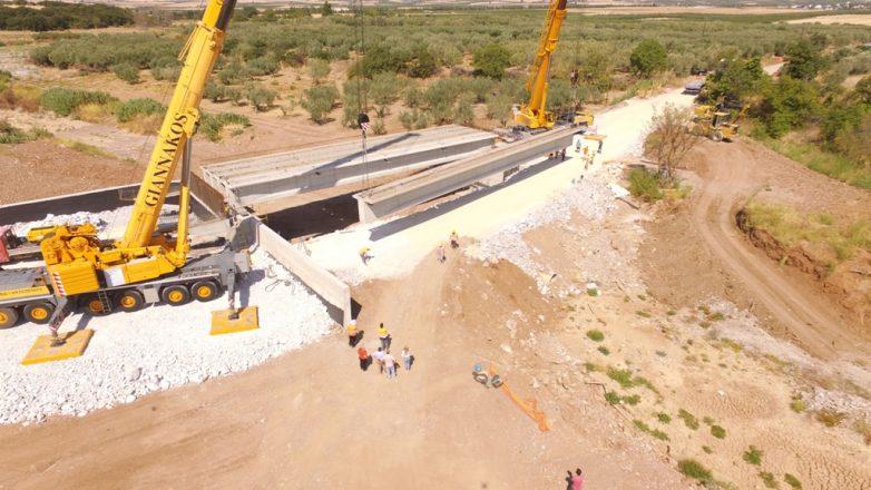 Ολοκληρώνεται η νέα γέφυρα στο Χολόρεμα Αλμυρού
