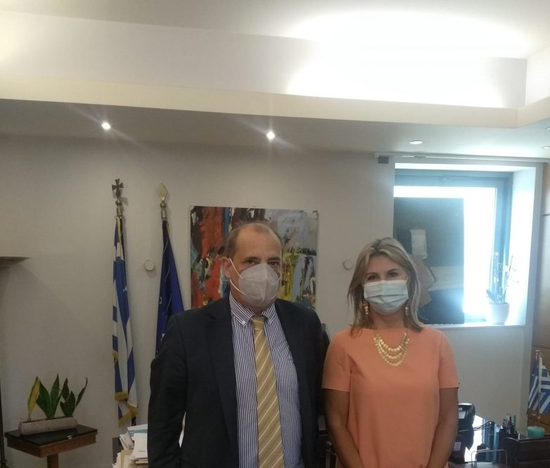 Συνάντηση προέδρου Ομοσπονδίας Θεσσαλικών Σωματείων με την υφυπουργό Ζέττα Μακρή